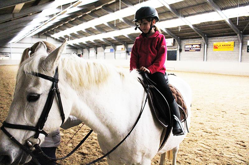 Mijn Dochter Haar Nieuwe Hobby: Paardrijden!